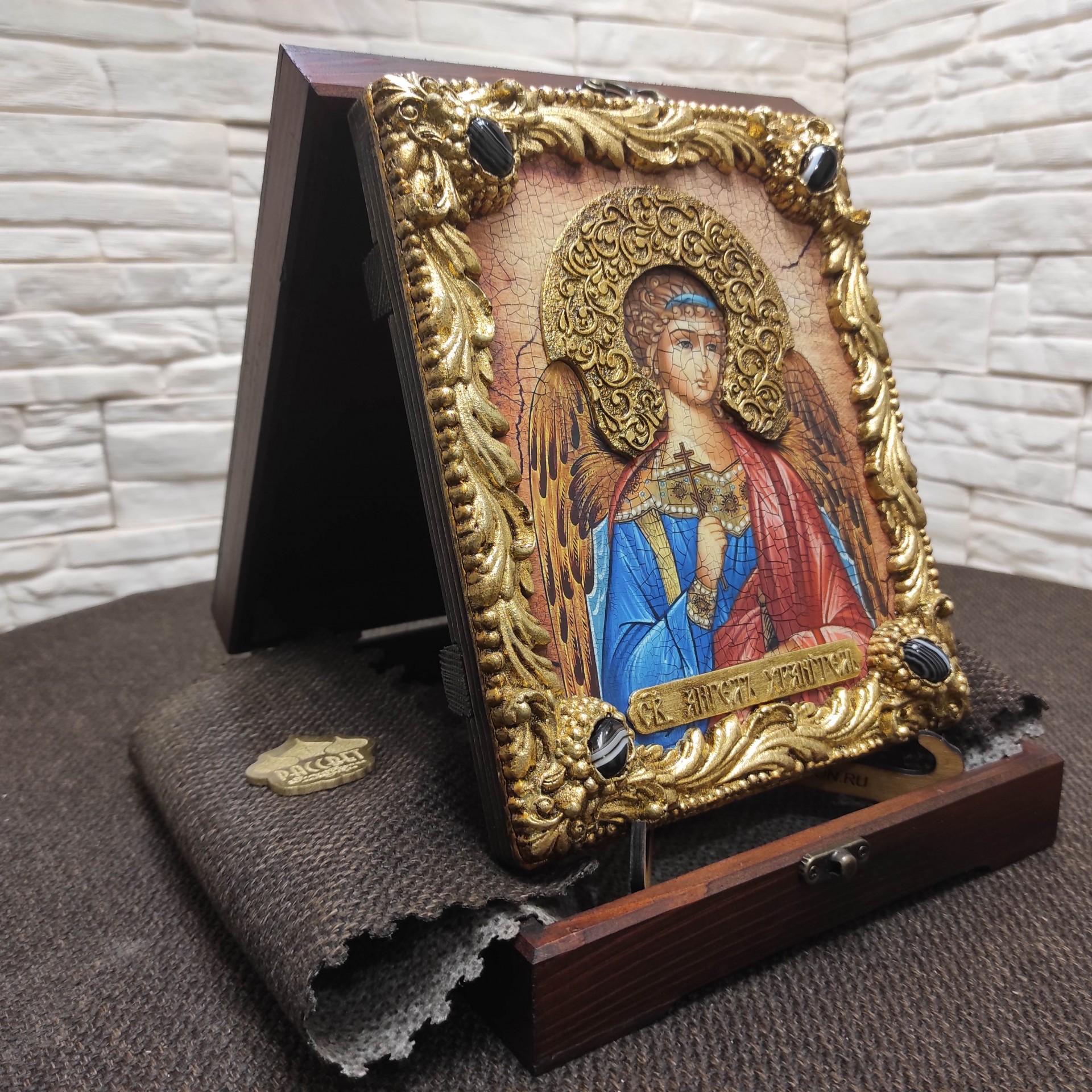 Фото иконы Ангела Хранителя с камнями вид сбоку