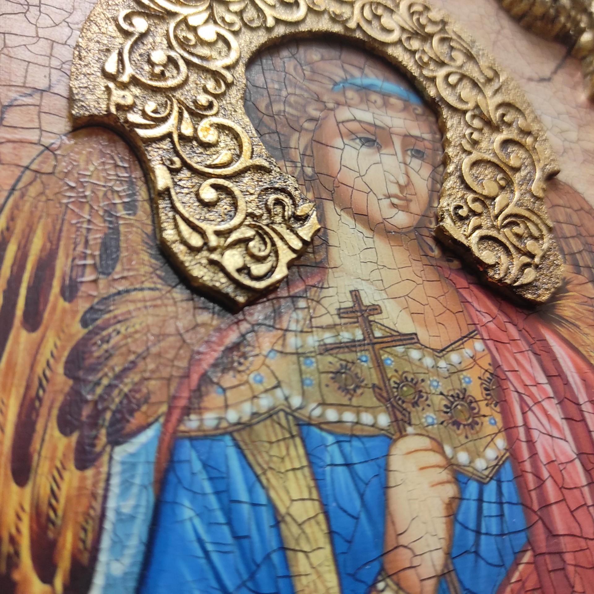 Фотография иконы Ангела Хранителя с камнями центральный вид венца