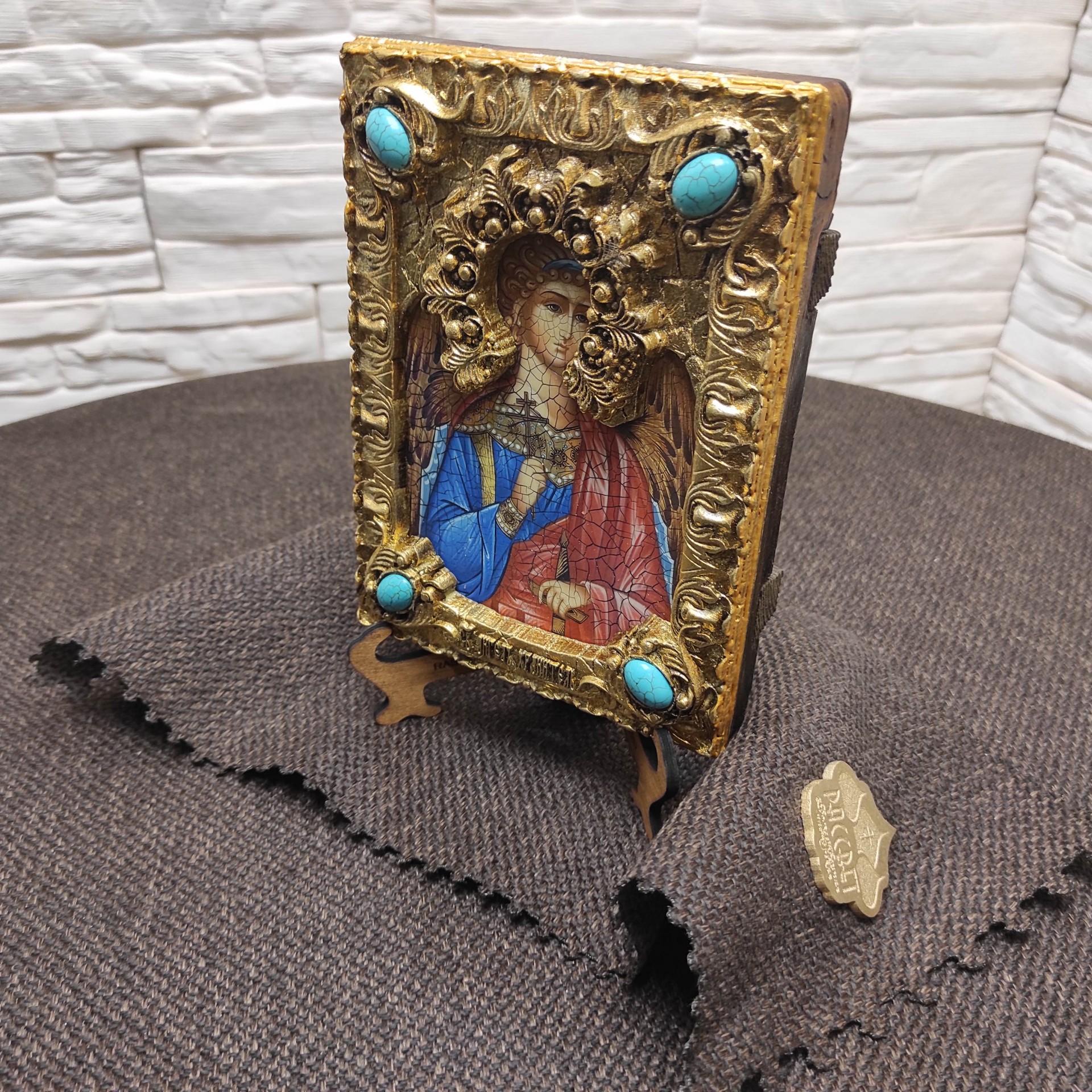 Фото под углом подарочной иконы Ангел Хранитель