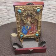 Фото в футляре подарочной иконы Ангел Хранитель