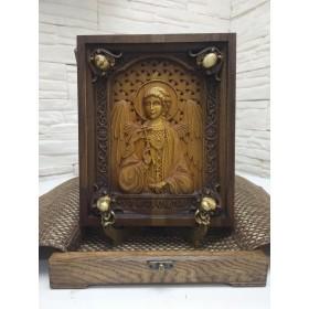 Резная икона святого Ангела Хранителя с камнями