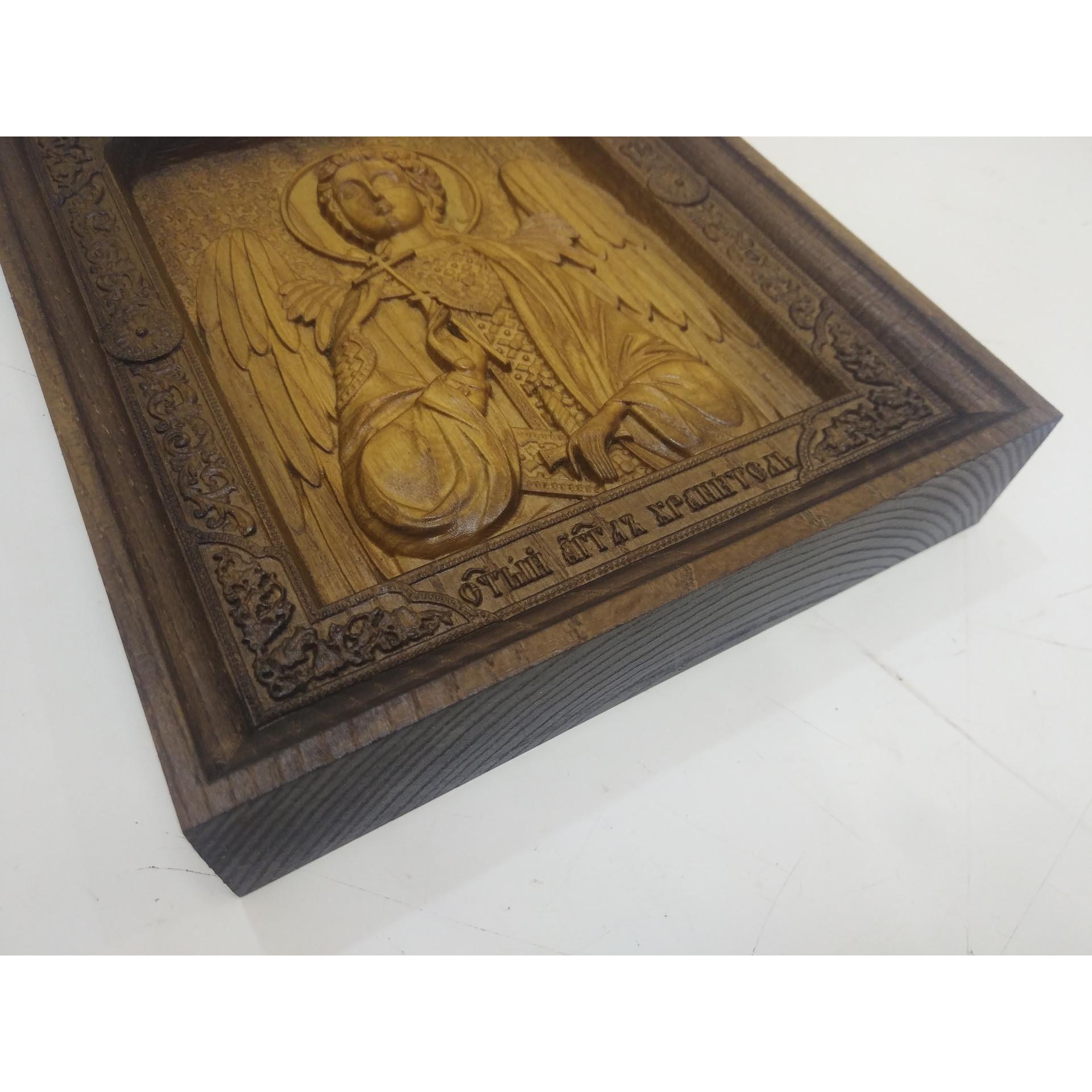 Резная икона Ангела Хранителя в окладе из массива ясеня