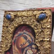 Фото камней сверху у иконы пресвятой Богородицы Казанская с иглицами