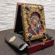 Фото иконы пресвятой Богородицы Казанская с иглицами на подставке с футляром