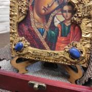 Фото камней снизу у иконы пресвятой Богородицы Казанская с иглицами