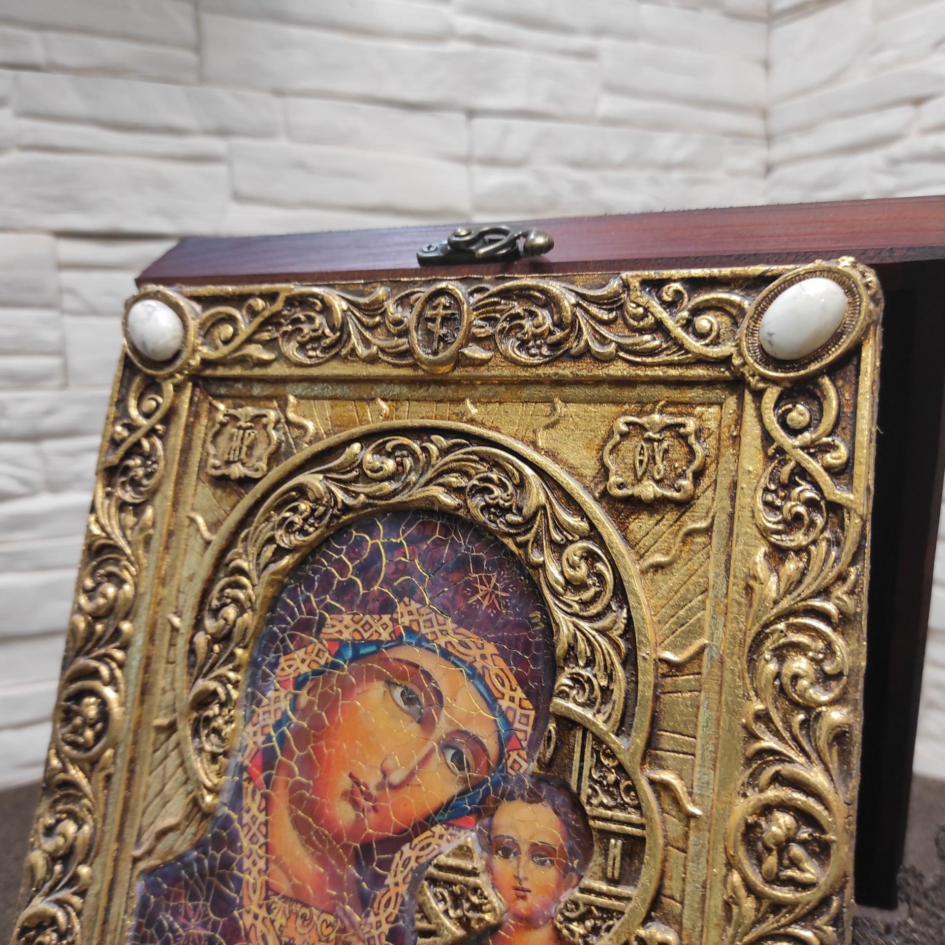 """Фото верхних камней подарочной иконы под старину пресвятой Богородицы """"Казанская"""" с камнями"""