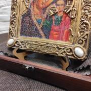 """Фото нижних камней подарочной иконы под старину пресвятой Богородицы """"Казанская"""" с камнями"""