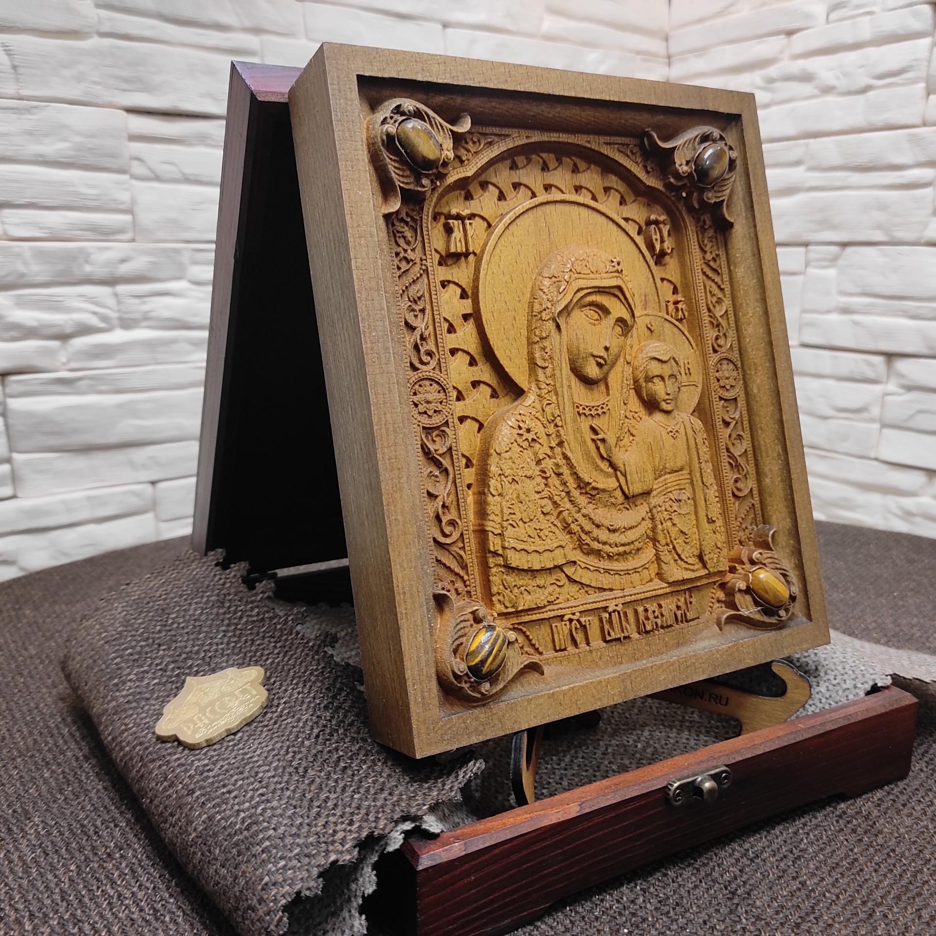 Фото резной иконы богородицы Казанская с камнями
