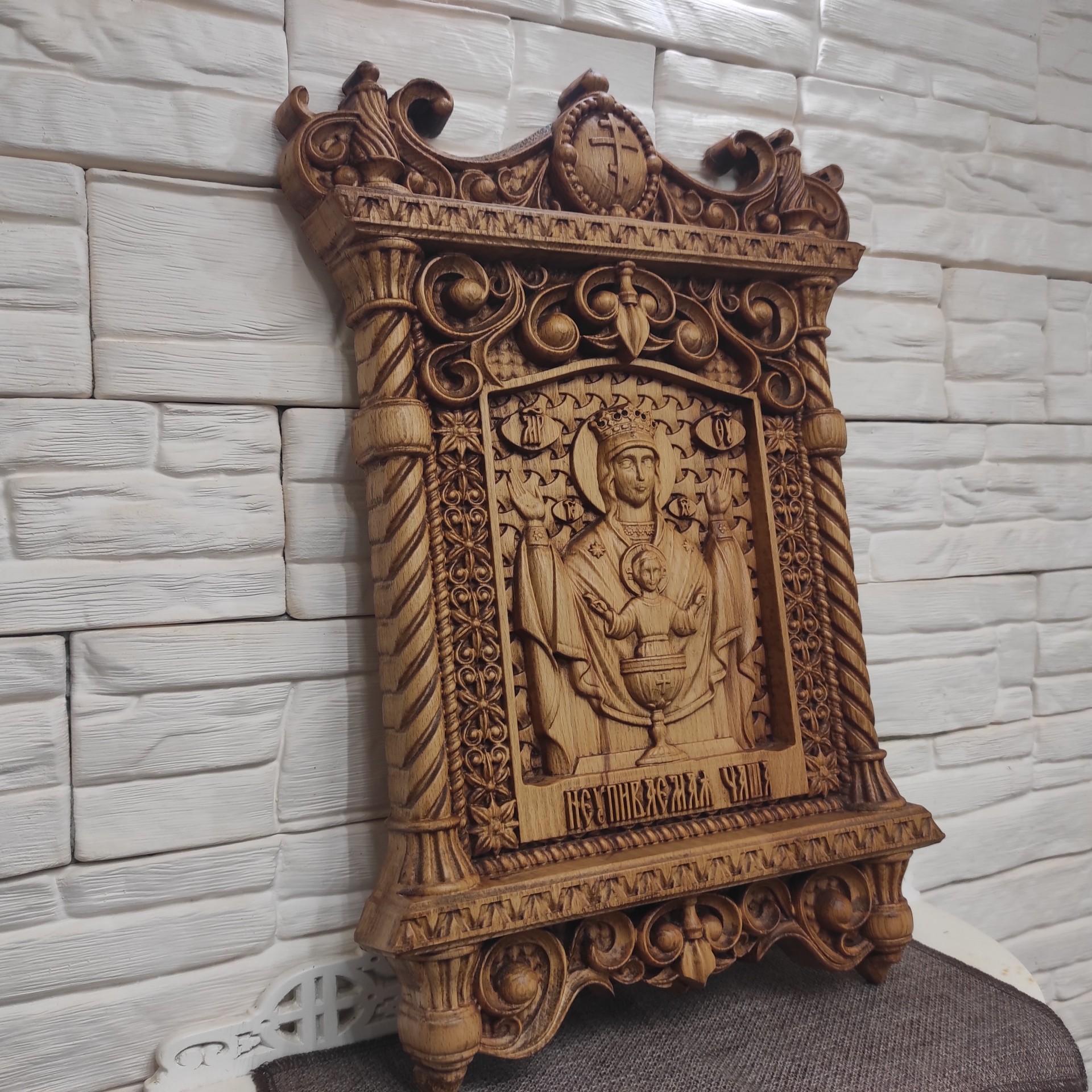 Фото резной иконы пресвятой богородицы Неупиваемая чаша сбоку
