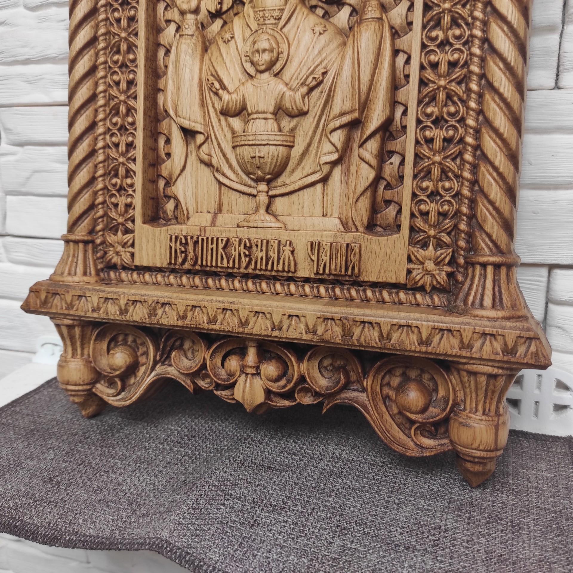 Фото резной иконы пресвятой богородицы Неупиваемая чаша вид снизу