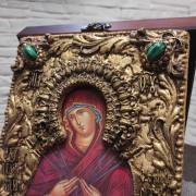 """Фото верхних камней иконы под старину Пресвятой Богородицы """"Семистрельная"""" с зелеными камнями"""
