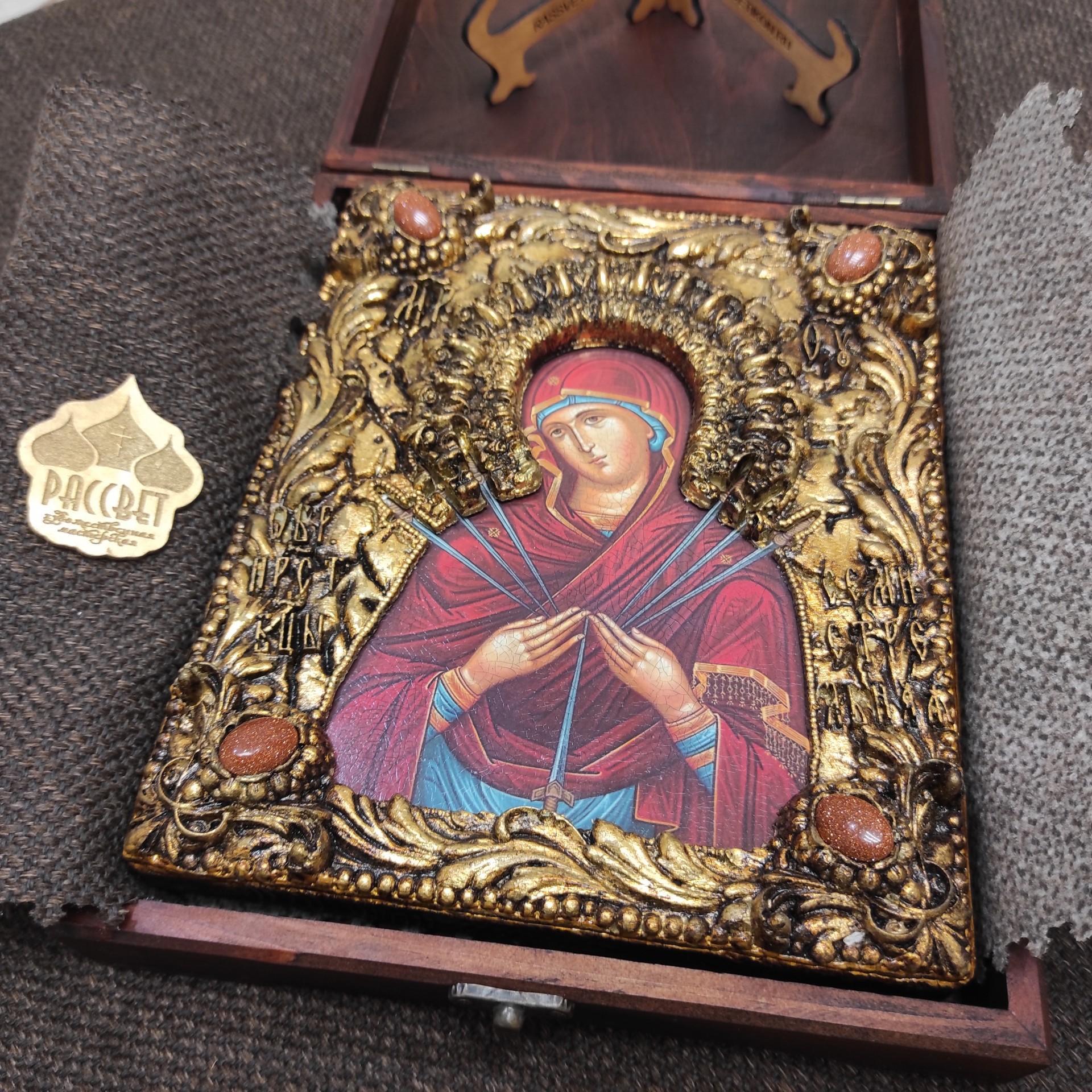 """Фото иконы Пресвятой Богородицы """"Семистрельная"""" с красными камнями"""