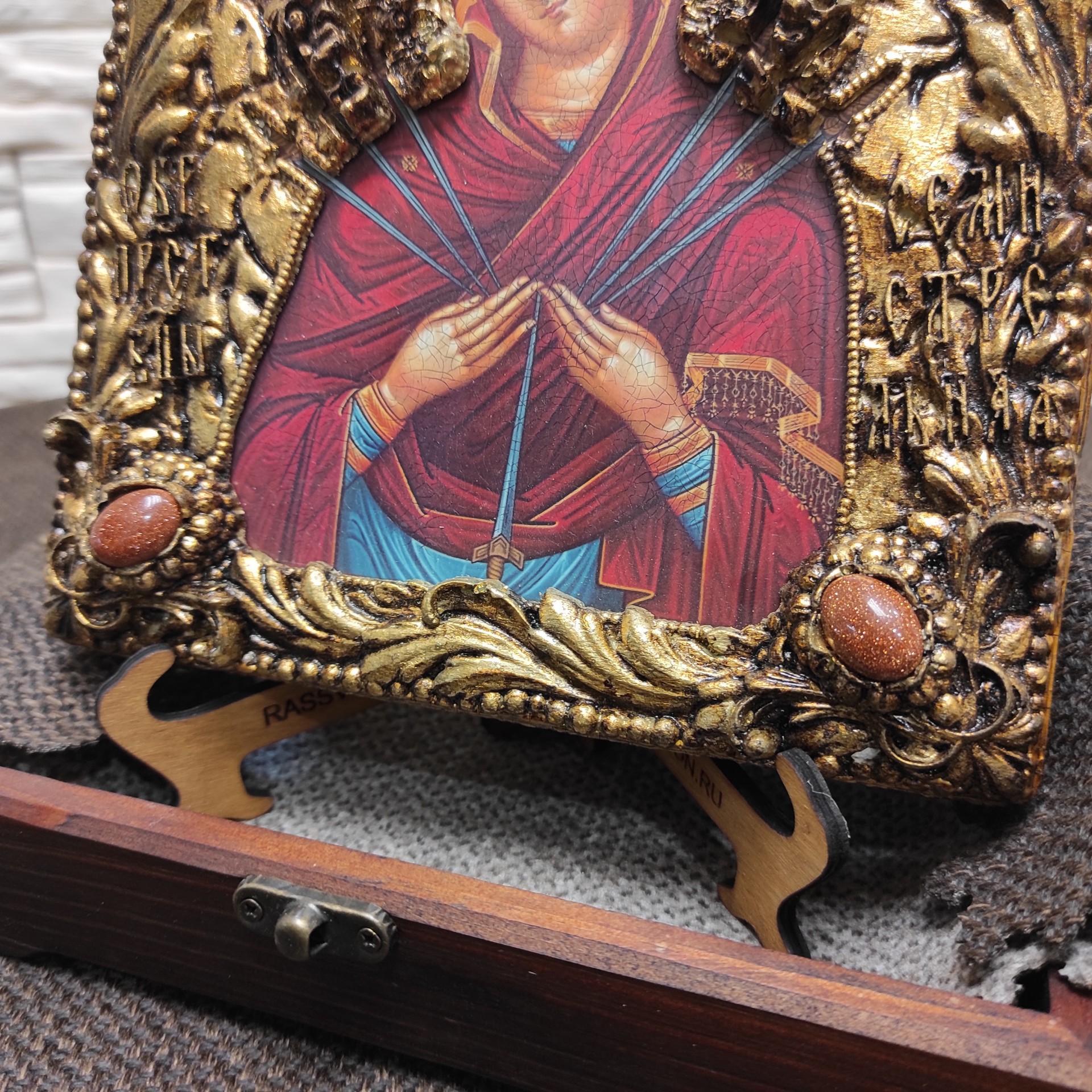 """Фото нижних камней иконы Пресвятой Богородицы """"Семистрельная"""" с красными камнями"""