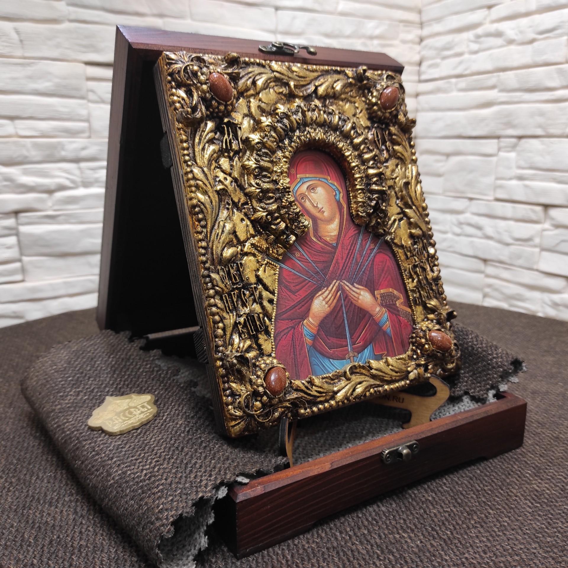 """Фото общее в футляре, иконы Пресвятой Богородицы """"Семистрельная"""" с красными камнями"""