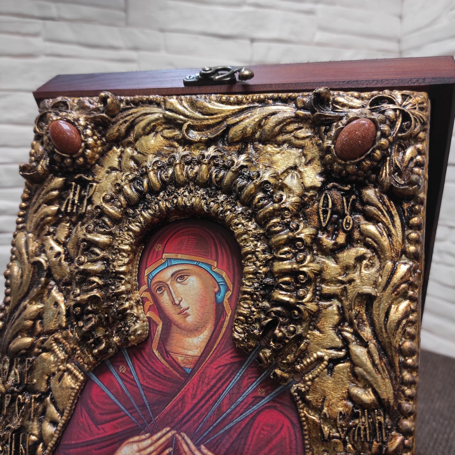 """Фото верхних камней иконы Пресвятой Богородицы """"Семистрельная"""" с красными камнями"""