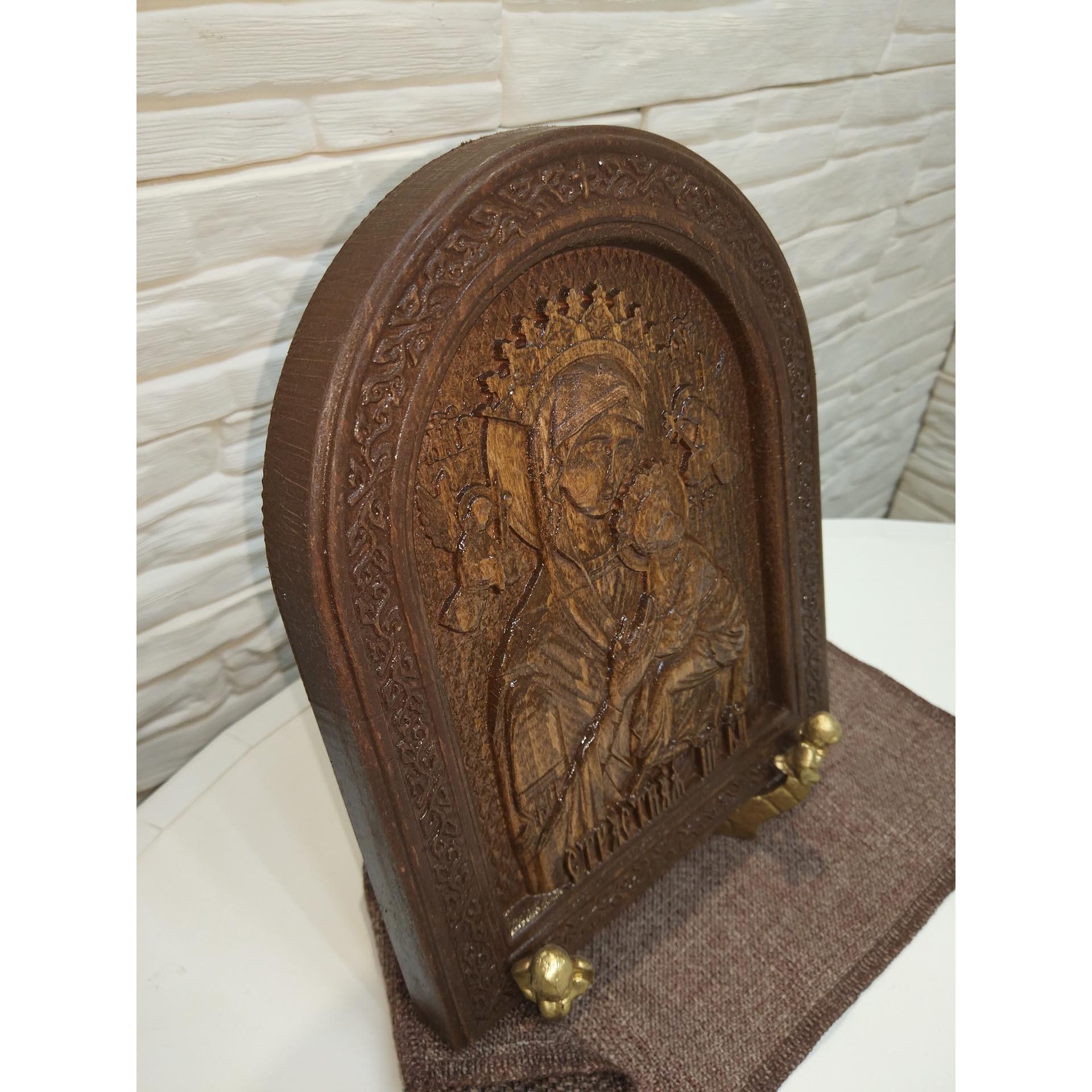 Резная икона богородицы Страстная в округлой рамке