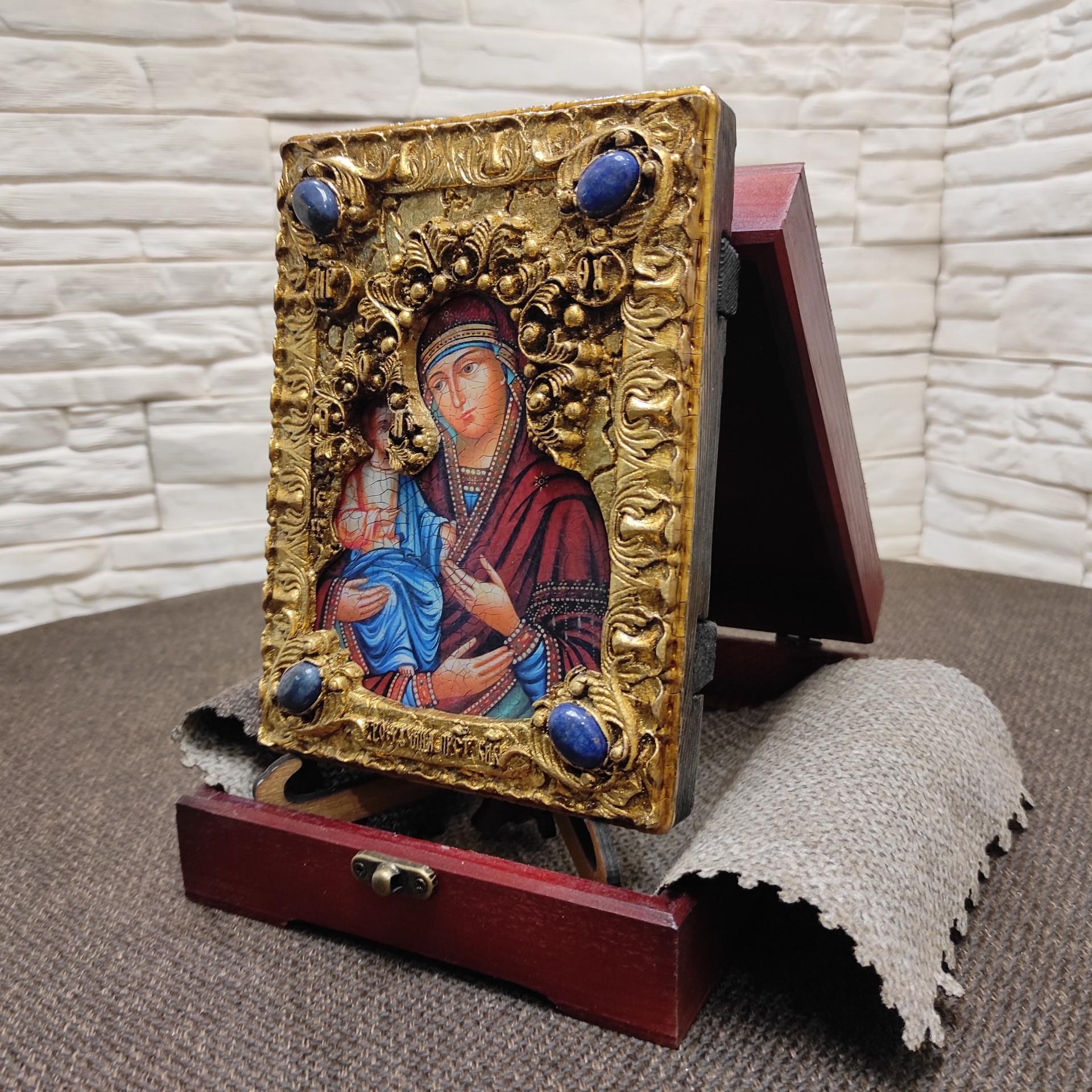 """Фото сбоку подарочной иконы пресвятой Богородицы """"Троеручица"""" с иглицами, камнями другой ракурс"""