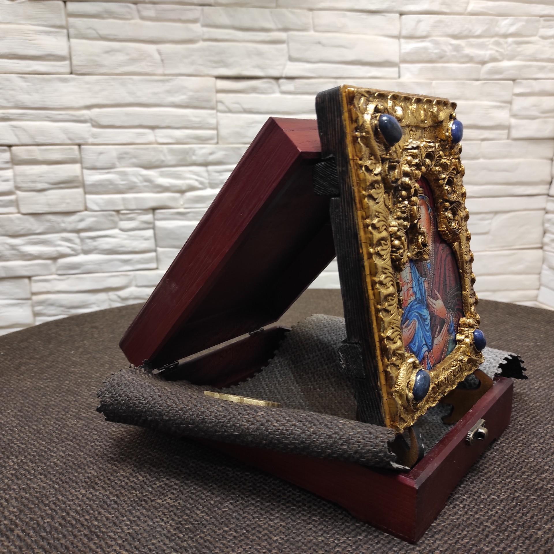 """Фото сбоку подарочной иконы пресвятой Богородицы """"Троеручица"""" с иглицами, камнями"""