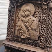 Фото лика маленькой резной иконы пресвятой богородицы Владимирская
