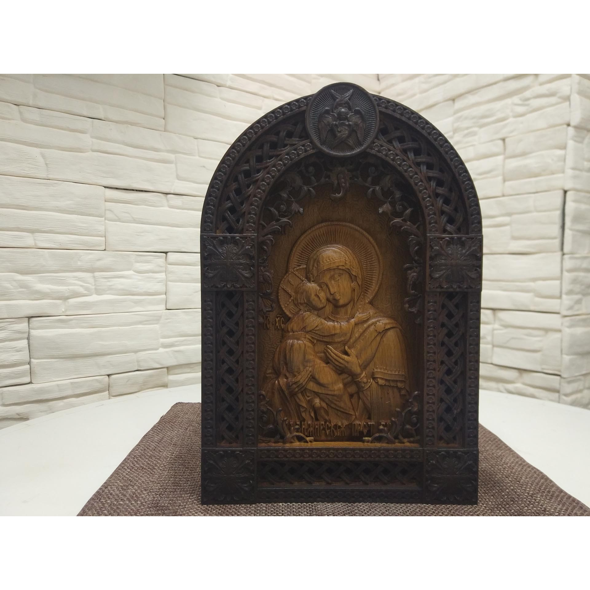 Резная икона богородицы Владимирская в уникальной прорезной раме