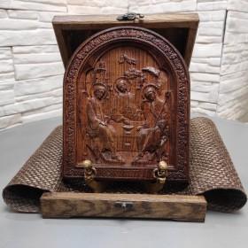 Резная икона Троица, в округлой раме