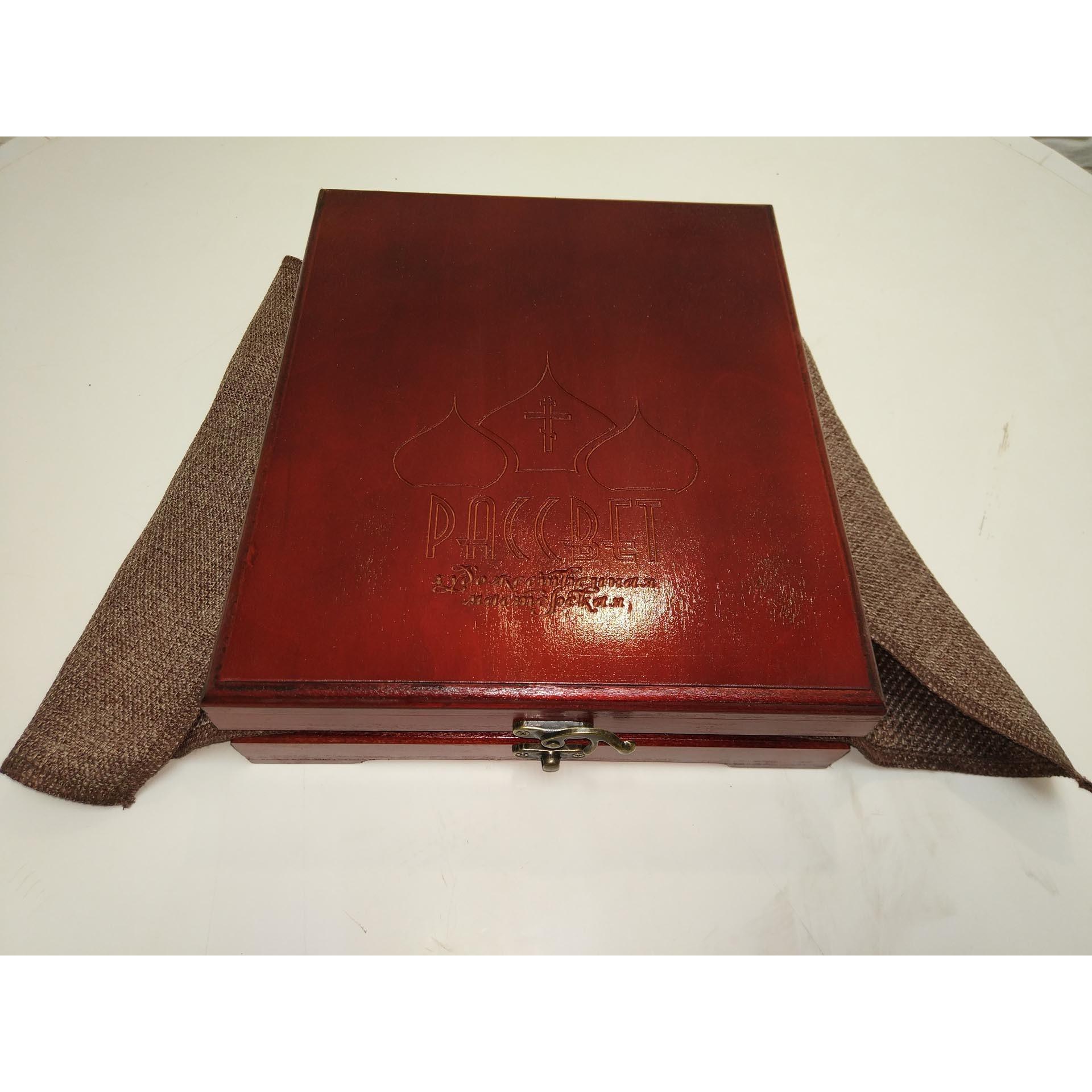 Подарочный футляр для иконы размером 19-23 см, цвет красное дерево