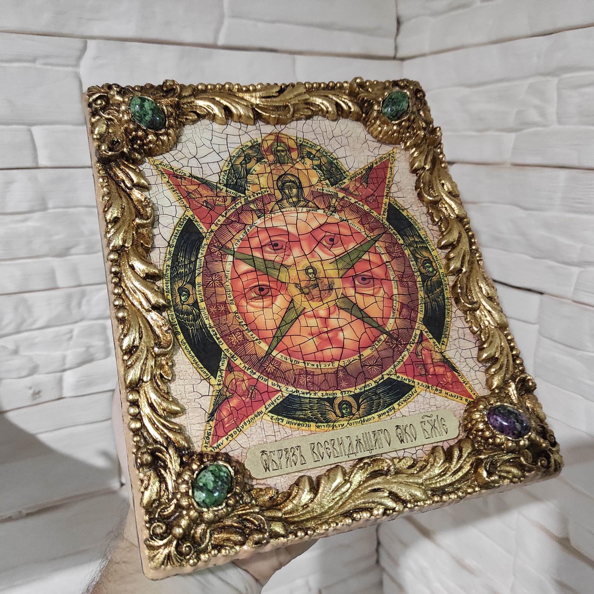 Фото общий вид справа иконы под старину Всевидящее око с иглицами и камнями