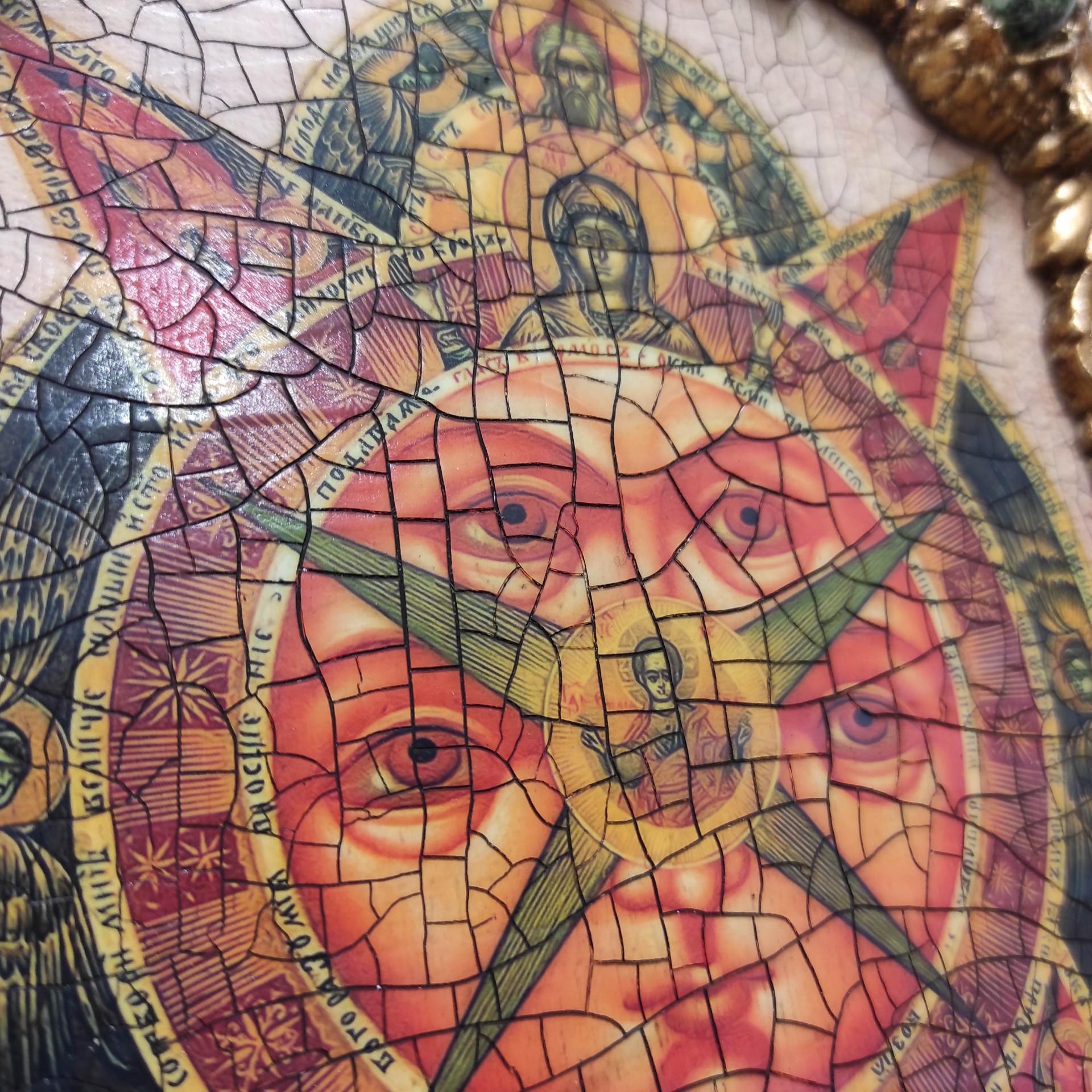 Фото лика иконы под старину Всевидящее око с иглицами и камнями