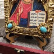 Фото нижних камней подарочной иконы Господа Вседержителя с иглицами, камнями бирюза