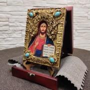 Фото с подставкой в футляре подарочной иконы Господа Вседержителя с иглицами, камнями бирюза