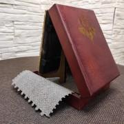 Фото коробки сбоку подарочной иконы Господа Вседержителя с иглицами, камнями бирюза