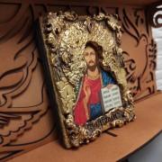 Фотография иконы на полке Господа Вседержителя с позолоченной ризой