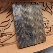 Фото брашировки задней части иконы Господа Вседержителя с позолоченной ризой на полочке