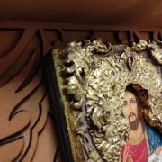 Фотография верхнего угла иконы на полке Господа Вседержителя с позолоченной ризой