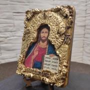 Общее фото иконы с трещинами Господа Вседержителя с позолоченной ризой