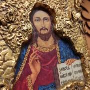 Фотография лика без кракелюра на полочке маленькой иконки Господа Вседержителя
