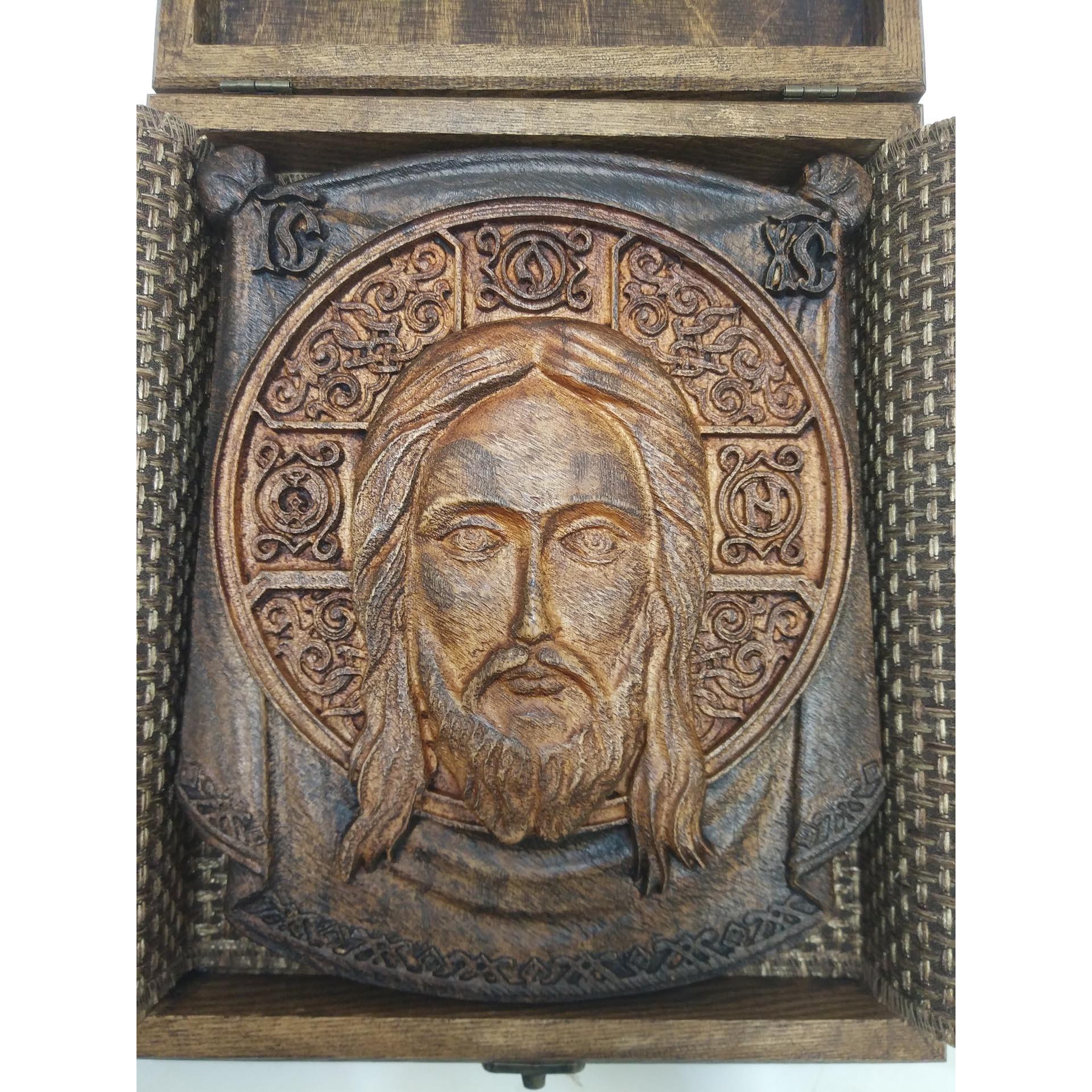 Резная икона Спас Нерукотворный, массив ясеня