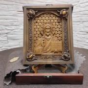 Резная икона Господа Вседержителя с камнями