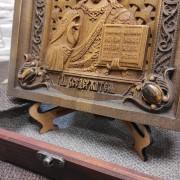 Фото нижних камней резной иконы Господа Вседержителя с камнями