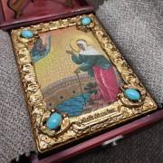 Фото иконы Ксения Петербургская, святая блаженная, подарочная в футляре вид уложенной иконы в коробку