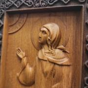 Фото лика с другого ракурса резной иконы святой блаженной Ксении Петербургской
