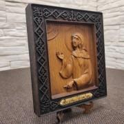 Фото резной иконы святой блаженной Ксении Петербургской с левого бока