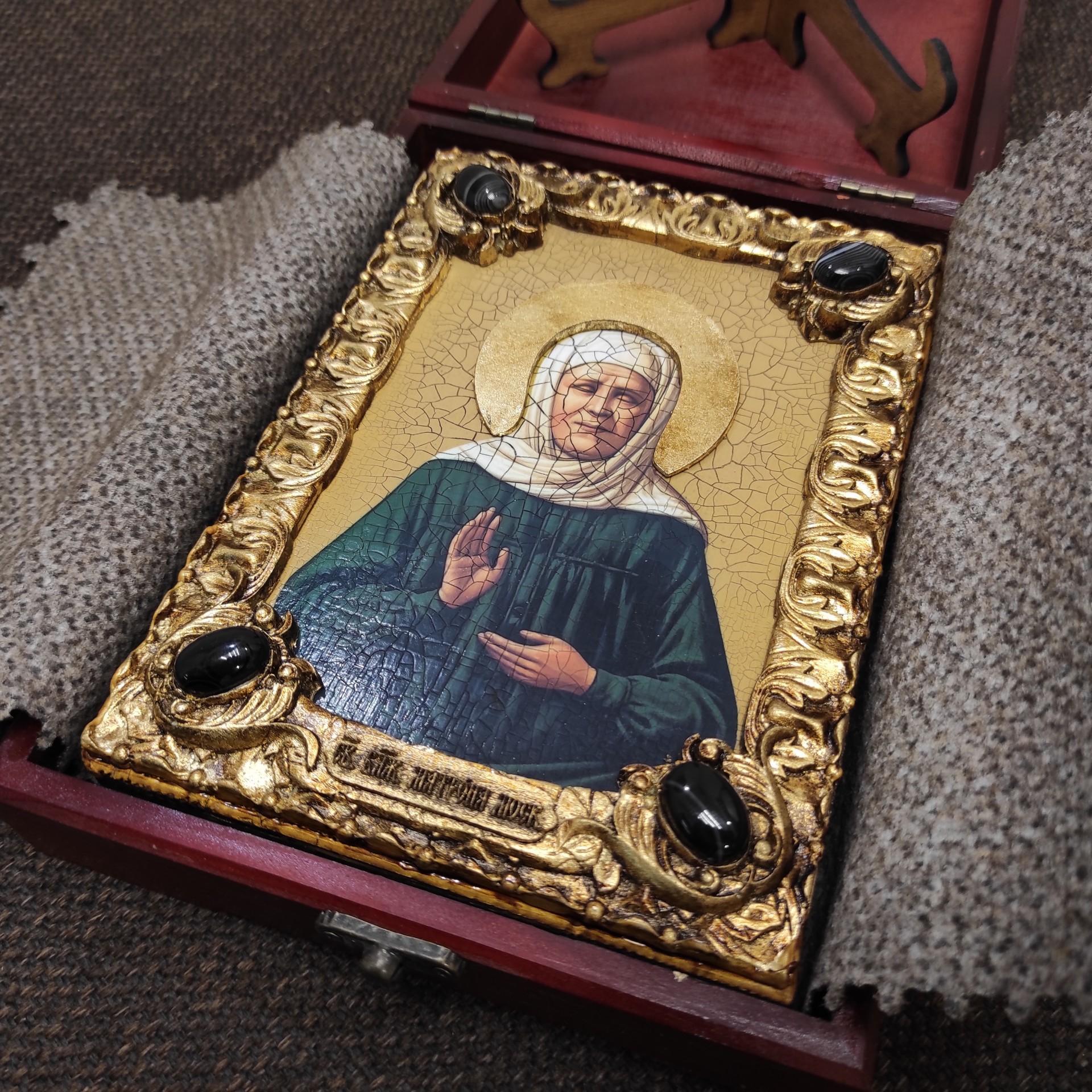 Фото иконы Матроны Московской уложенной в футляр 2