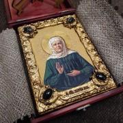 Фото иконы Матроны Московской уложенной в футляр