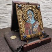 Фото на подставке в футляре иконы святой мученицы Натальи Никомедийской с камнями