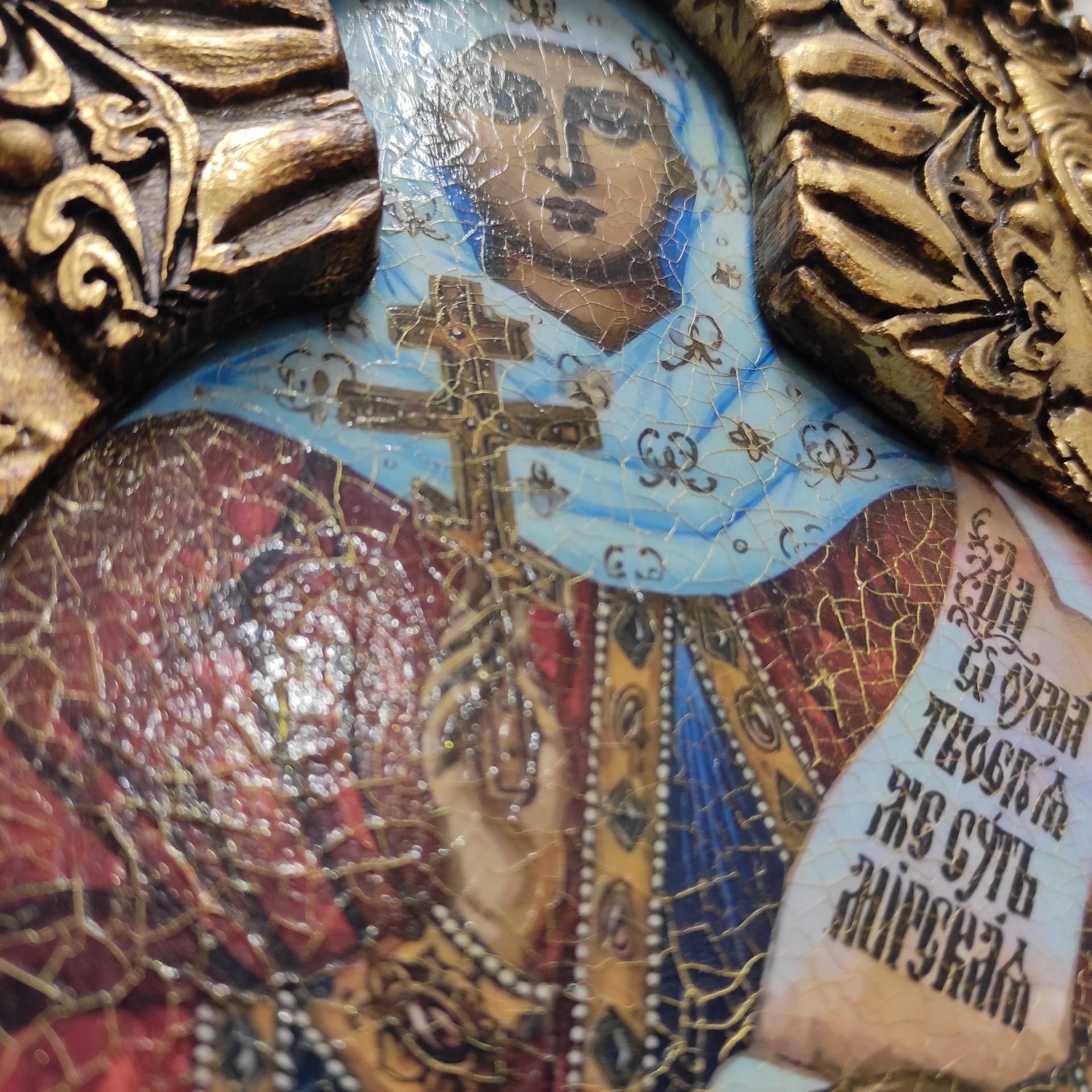 Фото лика иконы святой мученицы Натальи Никомедийской с камнями ракурс снизу