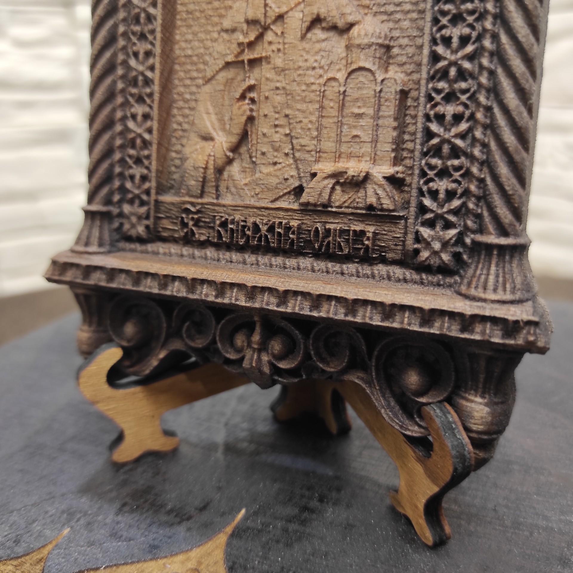 Фото маленькая резная икона Ольга равноапостольная, великая княгиня Российская с низу надпись