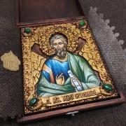 Фото именной иконы святого апостола Андрея Первозванного с камнями уложенной в футляре