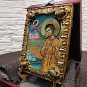 Фото небольшой иконы Артемия Веркольского, подарочная с другими камнями