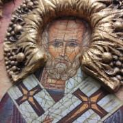 Фото лика авторской иконы Николая Чудотворца с камнями